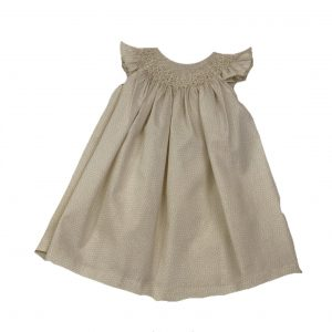 handmade smocked occasion baby dress. Made with love in Spain.. www.thebabycloset.e
